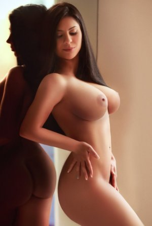 Enia ebony escort girls